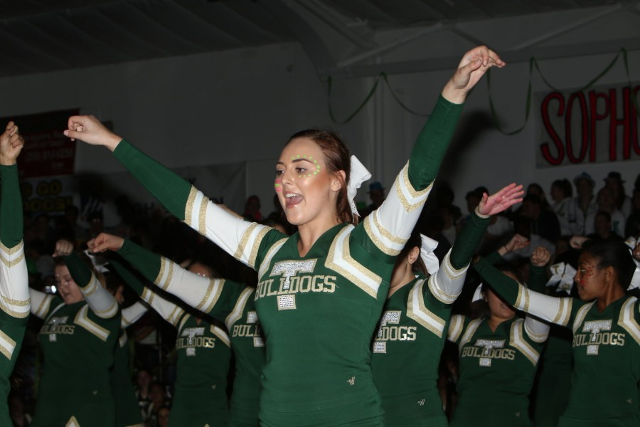Senior+Amarette+Morales+cheering+during+the+rally.