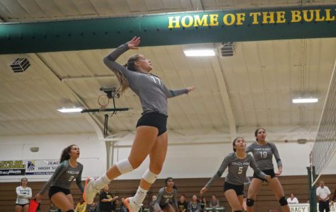 Varsity Volleyball Team Off to a Hot Start