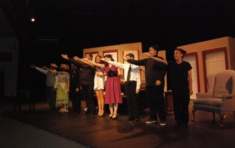 """Drama department begins year with a laugh in """"Noises Off"""""""