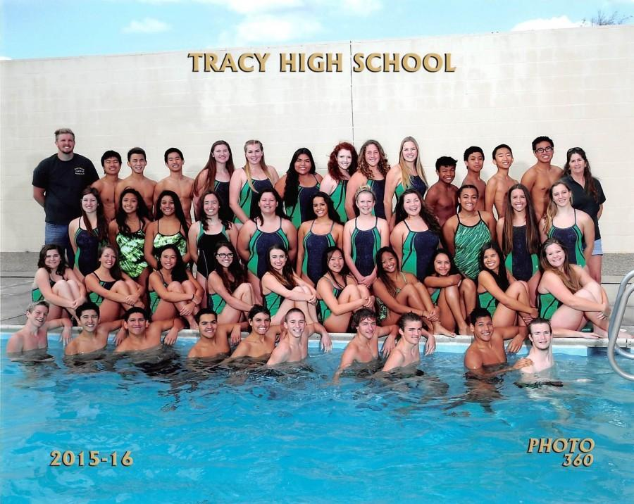 Tracy+High+swim+team+poses+for+a+group+team+picture.+